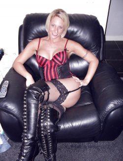 Я горячая, игривая девушка. Хочу встретиться с мужчиной в Кемерове для божественного секса.